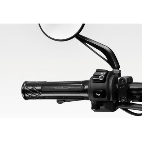 AU720 : DPM Revival grips CB500